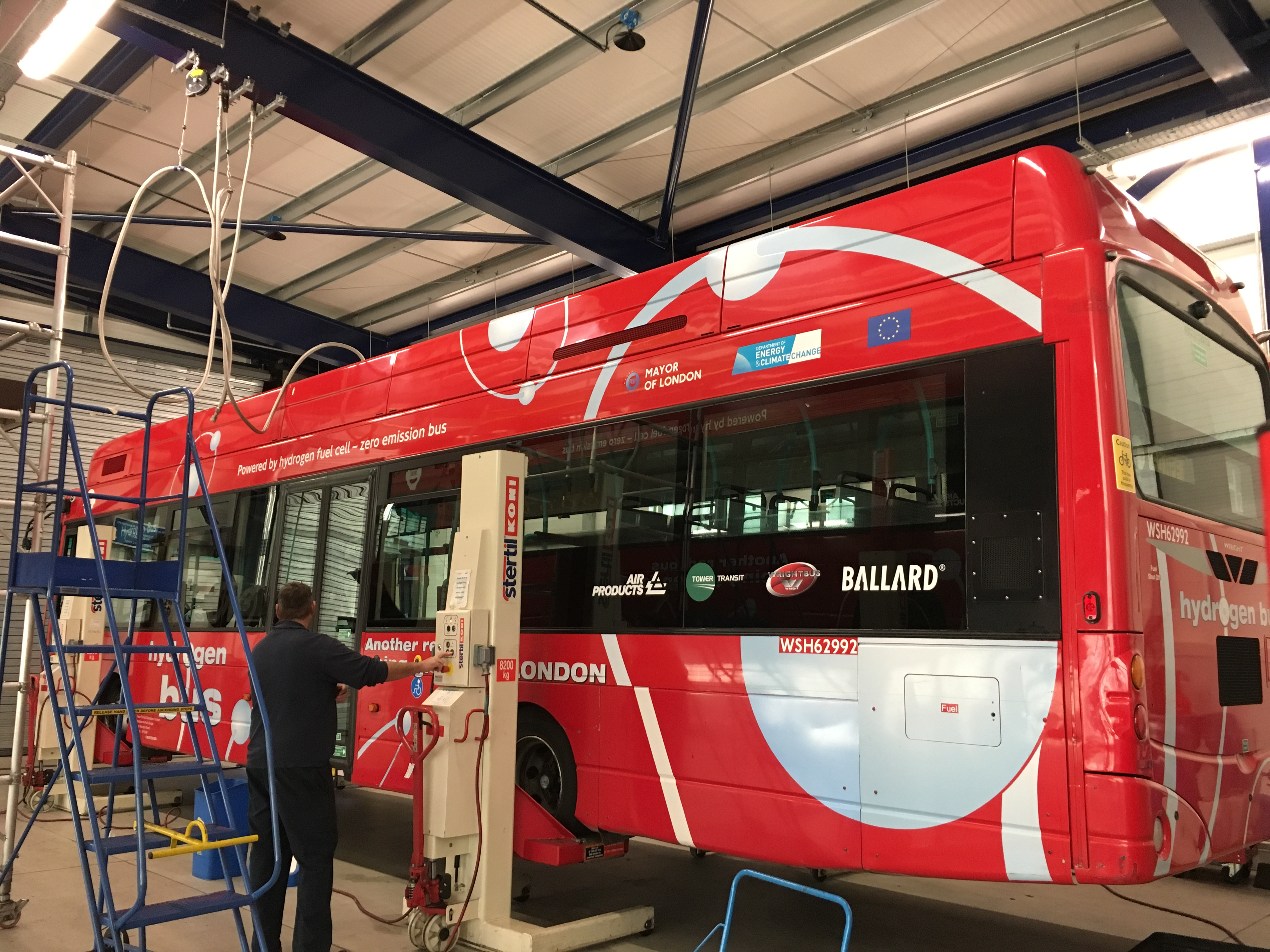 An operators' guide to fuel cell bus fleet maintenance facilities